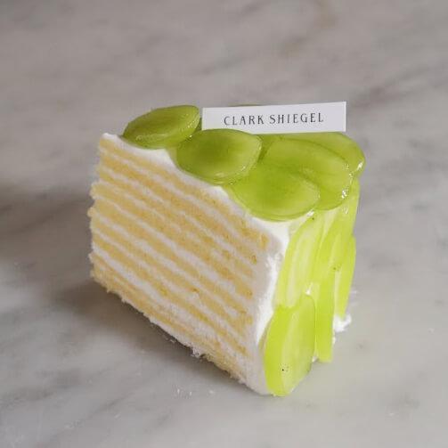 シャインマスカットの10層プレミアムショートケーキ
